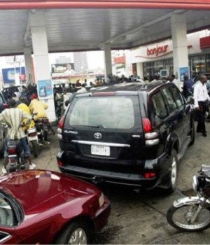 Queues at filling stations