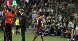 Lionel Messi walking out of the pitch