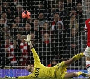 Arsenal wallops Hotspur