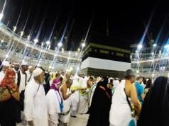Pilgrims converge on Kaabah
