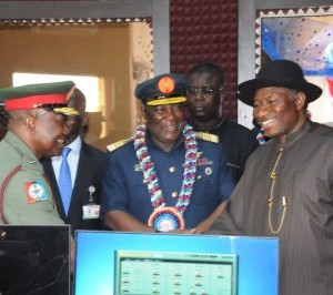 President Goodluck Jonathan exchanging pleasantries with the Director Defence Information as the CDS looks on with admiration