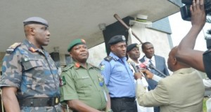 Lagos State Commissioner of Police, Fatai Owoseni (middle) briefing newsmen shortly after the State Security Council meeting chaired by Governor Ambode at the Lagos House, Ikeja, on Tuesday, With him are Commander Air Force Base Ikeja, Air Commodore Lere Osanyintolu (left), Commander 9 Mechanized Brigade, Major General Ahmed Mohammed Sabo (2nd left), Commander NNS Beecroft, Olokun Apapa Navy Commander Daniel Ikoli (2nd right) and Director, State Security Service, Little John Okojie ( right).