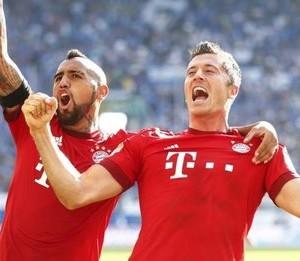 Lewandoski and team mate celebrate