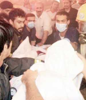 Civil Defense personnel helping the injured during a fire in a Makkah hotel early Thursday.