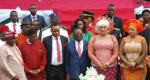 L-R; First Military Administrator of Ebonyi State, Walter Feghabor; Former Governor of Ebonyi State, Senator Sam Egwu; Deputy Governor of Ebonyi State, Barrister Kelechi Igwe; Governor David Umahi, his wife, Rachel Umahi, and wife of the Deputy Governor, Nnenna Igwe, cutting the cake during the Independence Day celebration and 19th Anniversary of Ebonyi State in Abakaliki on Thursday
