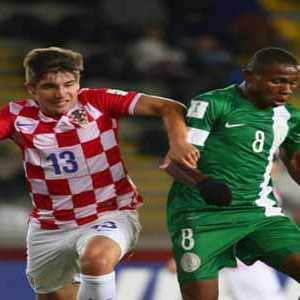 Samuel Chukwueze (right) trying to outwit the Croat during their FIFA U-17 World Cup Chile 2015 match in Coquimbo,