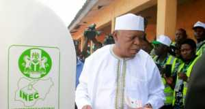 Abubakar Audu casting his vote