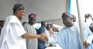 Lagos State Governor, Mr. Akinwunmi Ambode (right), in a handshake with Osun State Governor , Ogbeni Rauf Aregbesola (left) while APC National Leader, Asiwaju Bola Tinubu watches with admiration, during the commissioning of Mile 12-Ikorodu BRT Extension and launching of new BRT, on Thursday