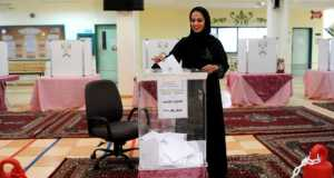 A Saudi woman casts her vote