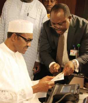 Buhari doing biometric capturing