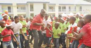 General Manager, Offshore Assets of the Shell Nigeria Exploration and Production Company Limited (SNEPCo), Mr. Effy Okon, in a dance with pupils of the Innercity Mission School, Ikeja, Lagos, at the SNEPCo-sponsored 2015 Christmas party.