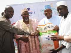 L-R Minister of State Agric Heineken Lokpobiri, Executeive Governor of Jigawa State, Badaru Muhammed Abubakar,President\CE, Dangote Group, Aliko Dangote, Presenting Seeds of Rice to one of the Beneficiary Farmer, at the Launching of Dangote Rice Outgrowers Scheme in Hadejia Jigawa State. on Saturday