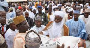 Governor Aminu Waziri Tambuwal, assisted by Sultan Muhammad Saad Abubakar, present a bag of fertilizer to a farmer, Mamman Abubakar, during the flag off of fertiliser sales for the 2016 wet season farming in Silame LGA of Sokoto State...Tuesday