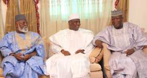 L-R: Former Head of State, Gen Abdulsalami Abubakar, Sokoto State Governor, Aminu Waziri Tambuwal and Zamfara State Governor, Abdulaziz Yari, at the Sultan's Palace during Abdulsalam's condolence visit to Sokoto.