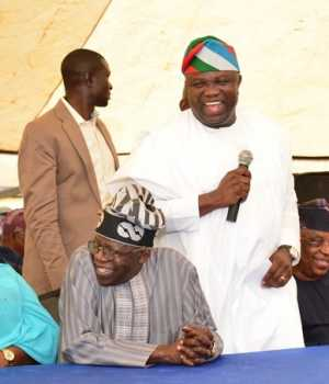 Lagos State Governor, Mr. Akinwunmi Ambode (3rd left), with Deputy Governor, Dr. (Mrs.) Oluranti Adebule; National Leader, All Progressives Congress (APC), Asiwaju Bola Tinubu; Chairman, APC Lagos State, Otunba Henry Ajomale; former Lagos State Deputy Governor, Prince Abiodun Ogunleye and a Party Chieftain, Prince Tajudeen Olusi during a meeting with the Party Members at the Party Secretariat, Acme Road, Ogba, Lagos on Friday,