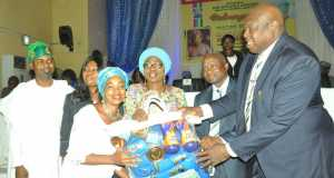 Wife of Lagos State Governor, Mrs. Bolanle Ambode 3rd right), being supported by Special Adviser on Primary Healthcare to the Governor, Dr. Olufemi Onanuga (right); Commissioner for Health, Dr. Jide Idris (2nd right) presenting baby items to a beneficiary, Mrs. Taiwo Akinde (3rd left) during the donation of baby items to Expectant Mothers by wife of the Governor at the Hope For Women Foundation (HOFOWEM) programme at Adeyemi Bero Auditorium, Alausa, Ikeja, on Wednesday, July 20, 2016. With them are Coordinator, HOFOWEM, Ms. Oyefunke Adeleke (2nd left) and Chairman, House Committee on Health, Hon. Olusegun Olulade (left).