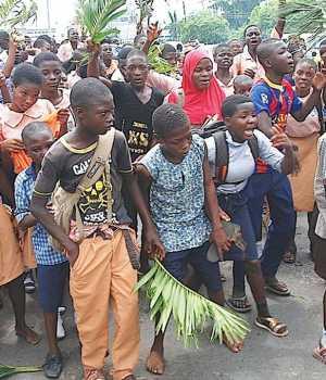 Protesting pupils of Oyo public schools