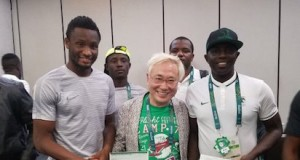 Katsuya Takasu(m) with Team Captain John Obi-Mikel and Coach Sia Sia