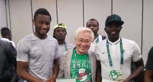 Katsuya Takasu(m) with Team Captain John Obi-Mikel and Coach Sia Sia