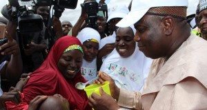 Governor Aminu Waziri Tambuwal administering malaria drug to some children during the flag off of house-to-house malaria elimination programme in Isa LGA. 29/08/16 Photo: Sokoto Govt House