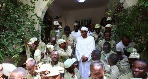 Buhari-with-nysc-members in Daura