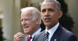 US President Barack Obama (R) together with Vice President Joe Biden (L)