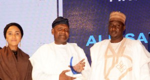 Executive Director Commercial, Dangote Flour Mills Plc ; Halima Dangote,President/CE, Dangote Industries Limited, Aliko Dangote, Winner of First Place National Distributor for Dangote Flour,Alhaji Ali Balarabe
