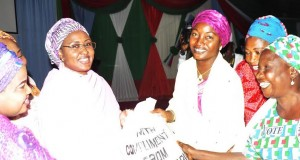 Mrs Buhari distributing the items
