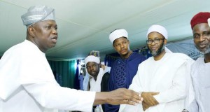 Gov. Ambode exchanging pleasantries with some of the Muslim leaders