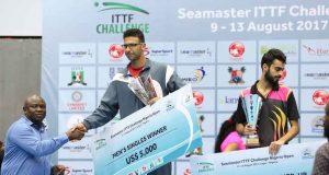 Gov. Ambode presenting the cheque to winners of ITTF Nigeria Challenge