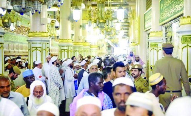 Pilgrims leaving Madina for Makkah