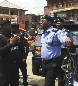 Lagos Police Commissioner, Fatai Owoseni with team of officers