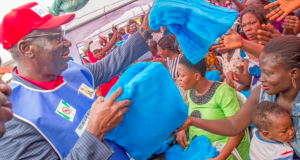 Gov. Obaseki distributing insecticidal mosquito nets in Benin City on Friday