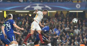 Roma's Bosnian striker Edin Dzeko (C) misses a shot on goal by Chelsea's Belgian goalkeeper Thibaut Courtois (R) during a UEFA Champions league group stage
