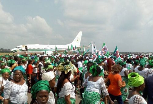Crowd at the Akanu Ibiam International Airport, Enugugu to receive President Buhari