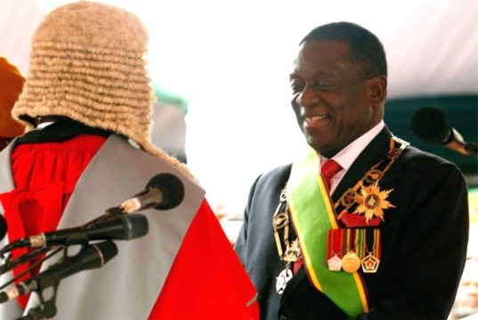 Emmerson Mnangagwa sworn in as Zimbabwe-president
