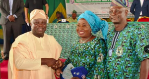 Ambode (2nd left), presents a Leadership award (female category) to Mrs. Folashade Akinbode (2nd right) during the 8th Tradesmen and Artisans week and Graduation Ceremony for Re-Trained Artisans and Traders at De-Blue Roof, LTV, Agidingbi, Ikeja, on Thursday