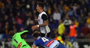Valencia beat Espanyol 2-0