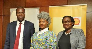 General Manager External Relations, Shell Petroleum Development Company, Mr. Igo Weli; Shell #makethefuture ambassador, Yemi Alade; and External Relations Communications Manager, Shell Nigeria, Mrs. Sola Abulu, at a pre-launch media engagement in Lagos on Thursday for a new music video, On Top Of The World, billed for global release on December 1, 2017.