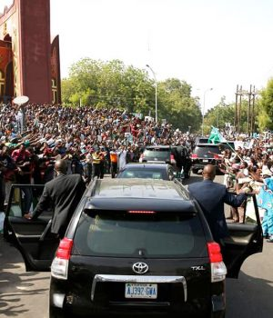 Tumultous crowd receives President Buhari in Kano