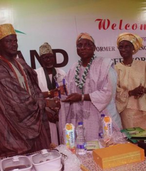 The Olu of Ilaro & Paramount Ruler of Yewaland, Oba Kehinde Olugbenle handing over ceremonial plaque to Professor Rahamon Bello while YDF President Alhaji Ayo Adeyemi (middle) and Mrs. Bello look on