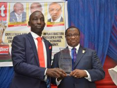 Samuel Ibiyemi presenting the award to Dr. Maikanti Baru of NNPC