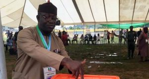 Dr. Ksayode Fayemi casting his votes during the Ekiti-APC-Primaries