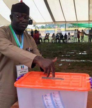 Dr. Ksayode Fayemi casting his votes during the Ekiti-APC-Primaries