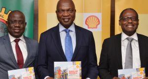 MD SNEPCo, Engineer Bayo Ojulari; Managing Director, SPDC, Osagie Okunbor and Managing Director, Shell Nigeria Gas, Ed Ubong at the Launching of the 2018 Shell Nigeria Briefing Notes