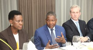 L-R: Sola David Borha, Chief Executive, Rest of Africa Standard Bank, Alhaji Aliko Dangote, President of Dangote group and Ian Carton,-Global Head of cash Equities ICBC Standard Bank during a meeting with the senior Management of Dangote Group held in Lagos over the weekend