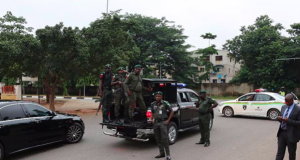 Police laying siege to Saraki's house