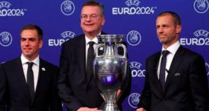 Former Germany and Bayern Munich defender Philip Lahm (left) was a bid ambassador for Germany