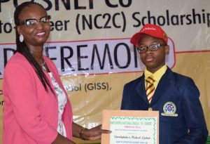 Supervisor, Community Development, National Petroleum Investment Management Services (NAPIMS), Tolulope Derin-Adefuwa presenting Academic Excellence Award to Emmanuel Okike one of the 1st set of NNPC SNEPCo NC2C Beneficiary
