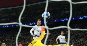 Eriksen's late winner keeps Tottenham in hunt for last-16 place